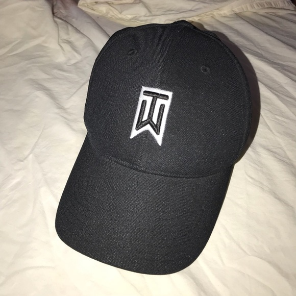59528771 ... flex fit Tiger Woods Collection hat. M_5ad93e122ae12fe8aa77f714